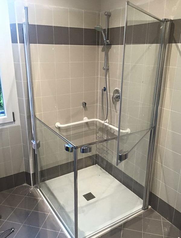 Accessibilit doccia per disabili - Bagno barriere architettoniche ...